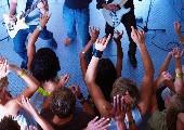 Die Hände zum Himmel - Chris Rabatz